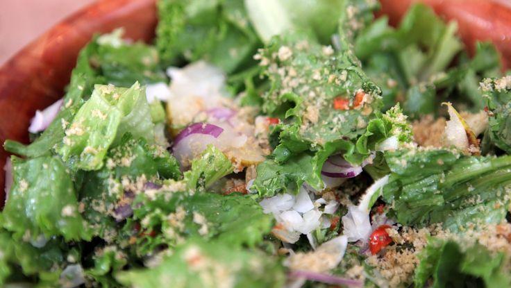 Sprø salat med asiatisk pære - Hvis du ikke får tak i asiatisk pære så kan du bruke den typen de har i butikken. - Foto: Fra TV-serien Anne lager mat i New York / DR