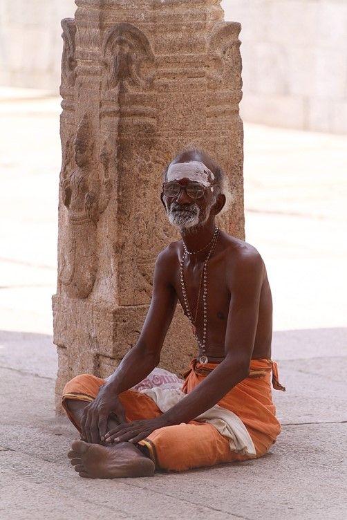 Fedele induista presso Sri Ranganathaswamy Temple a Tiruchirapalli. Foto di Samuele Fracasso