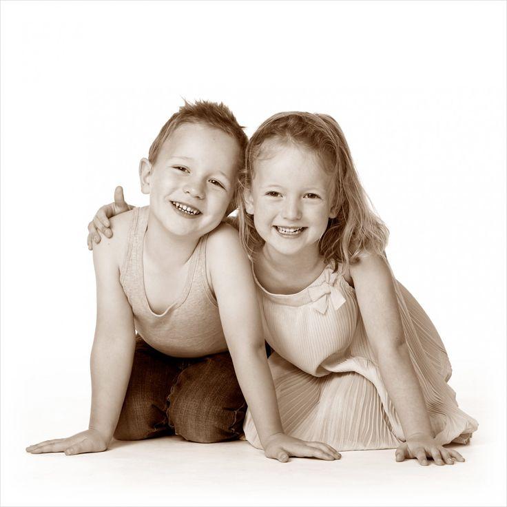 Broer en zus samen voor de camera! #broer #zus #fotografie #kinderen #kinderfotografie #kinderfotograafpatrick