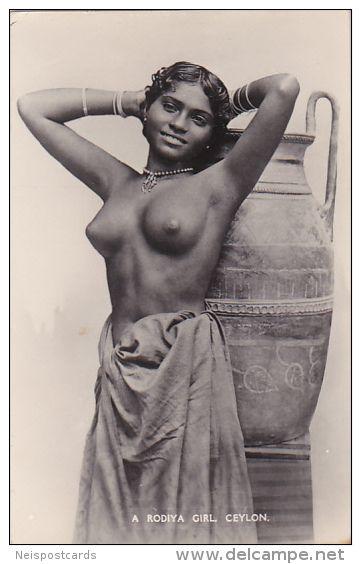 sexting woman nude selfie