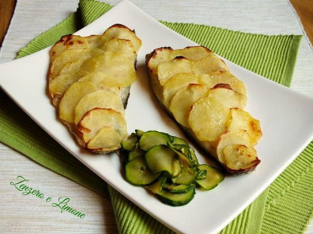 I filetti di branzino in crosta di patate sono un secondo piatto semplicissimo da realizzare, ma di effetto. Poche mosse per fare bella figura.