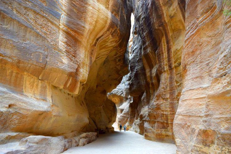 Denke ich an Jordanien, kommt mir automatisch Petra in den Sinn. Die Felsenstadt ist wahnsinnig eindrucksvoll. Hier sind ein paar Impressionen von Petra.