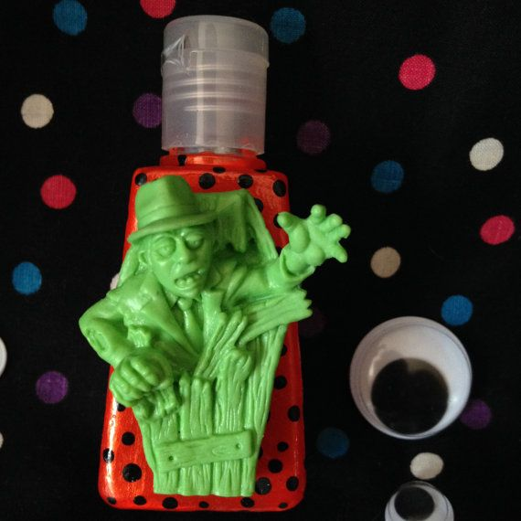 This is a handmade Halloween Zombie Bottle of Essential Oil Hand Sanitizer. (1 oz.) I have four essential oils that you can choose from at the