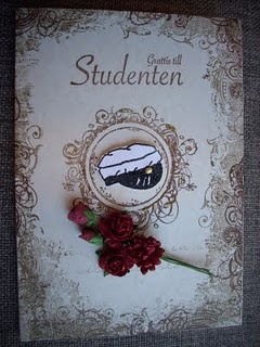 annorlunda och snyggt studentkort som man även kan göra till andra tillfällen. Gillade blomkvasten.