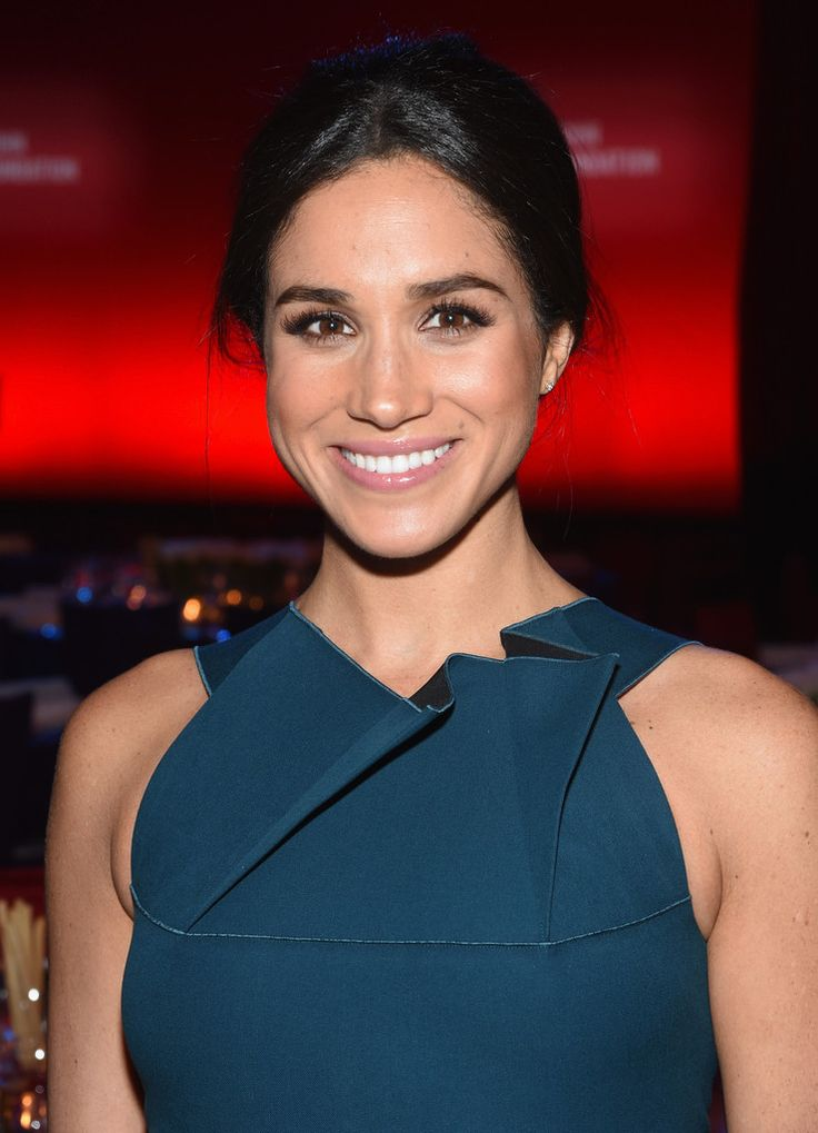 Meghan Markle Photos Photos - Model Meghan Markle attends the Elton John AIDS Foundation's 13th Annual An Enduring Vision Benefit at Cipriani Wall Street on October 28, 2014 in New York City. - 13th Annual An Enduring Vision Benefit