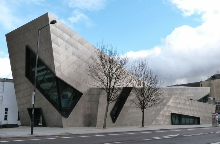 This mysterious and exciting construction is the Graduate Centre of The Metropolitan University of London (2004). It was designed by deconstructivist architect Daniel Libeskind