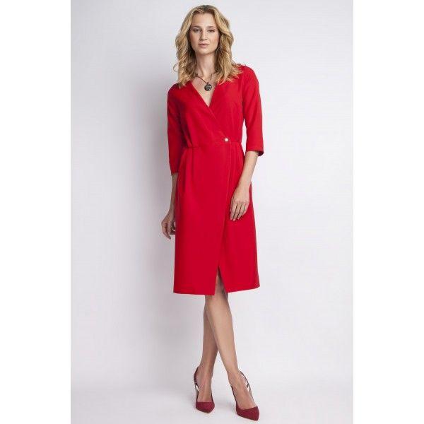Alege o rochie statement care te va scoate în evidență. Fie ca o porți cu stilettos pentru o intalnire business sau cu balerini pentru o plimbare relaxantă, croiala lejeră o face potrivită în orice ocazie. Asorteaz-o cu o jachetă din piele scurtă sau un trenci mediu și ai un look complet.Rochie lungime medie cu decolteu în formă de VMâneci trei sferturiCusătură elastică în talieCapsă în partea din fațăȘliț tip parte peste parteSe încheie la spate cu fermoarModelul poartă mărimea…