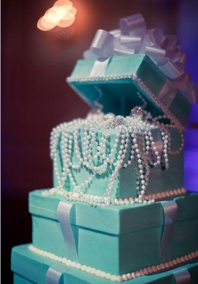 Un bizcocho de Tiffany! hahahaa quisiera que me dieran esto pero las cajas reales