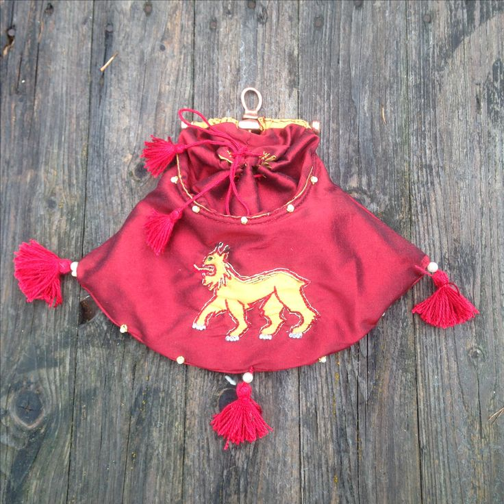 Medieval pouch with frame. Bronze and silk.
