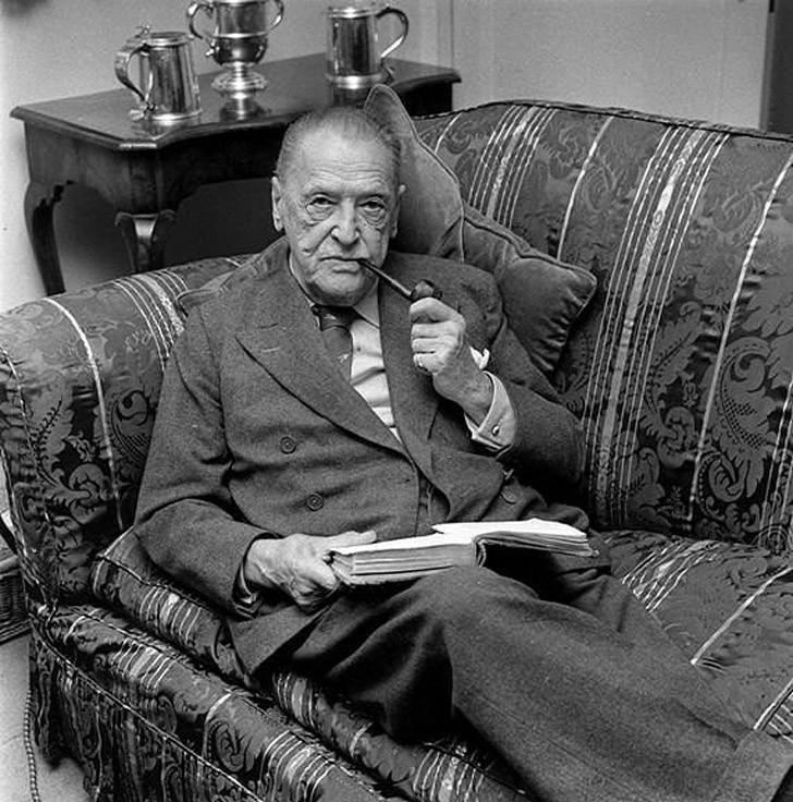 Как создавались великие книги? Как Набоков писал «Лолиту»? Где творила Агата Кристи? Какой режим дня был у Хемингуэя? Читайте о творческом процессе писателей