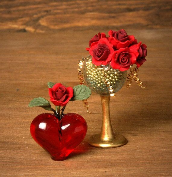 Red Miniature Heart Vase for your Dollhouse by DinkyWorld on Etsy