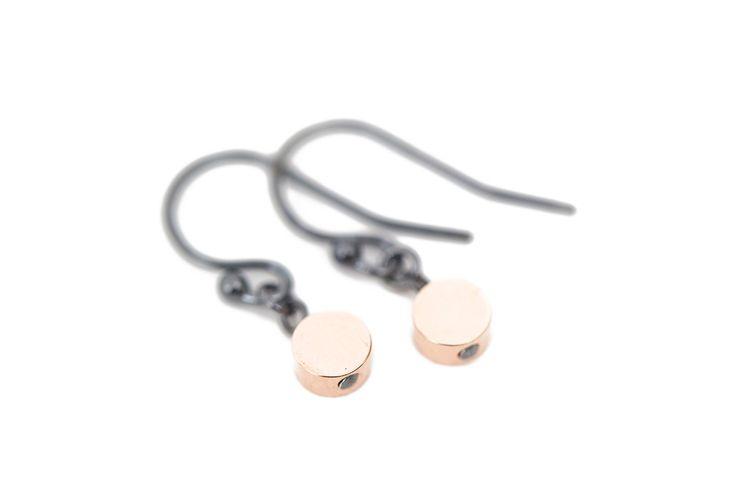 Rose gold earrings in oxidized silver