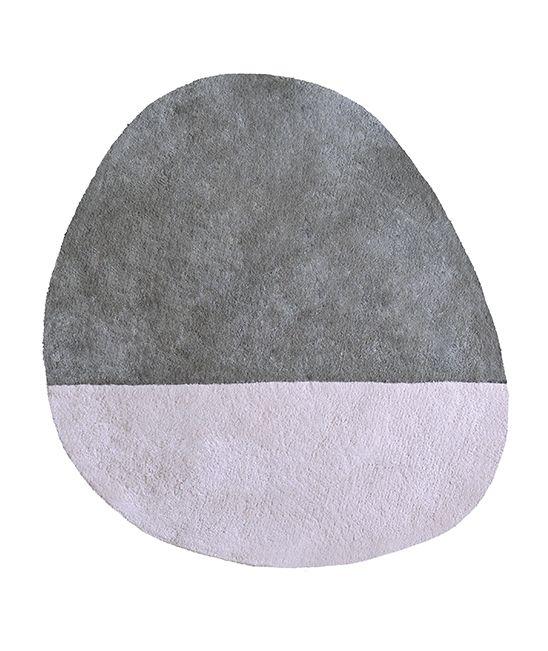 MiPetiteLife.es - Alfombra infantil stone ploma. Bi-colores y diseño de la alfombra. Alfombra Pequeño, todas únicas con formas originales.  Para una suave y esponjosa para jugar o simplemente tumbarse espacio.De luz, los niños pueden moverse con facilidad para adaptarse a susnecesidades.  Disponible en 8 colores armoniosos. Fabricación artesanal. Alfombra de algodón Fabricación : India www.MiPetiteLife.es