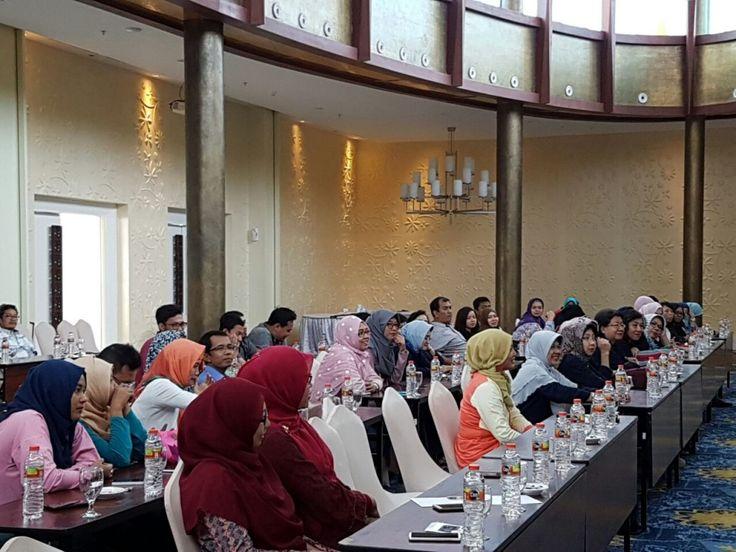 Dosen-dosen Fakultas Vokasi patut berbangga hati, karena pada hari Jum'at-Minggu 21-23 Oktober 2016 diberi kesemptan untuk mengikuti kegiatan gathering dan peningkatan kinerja yang diselenggarakan …