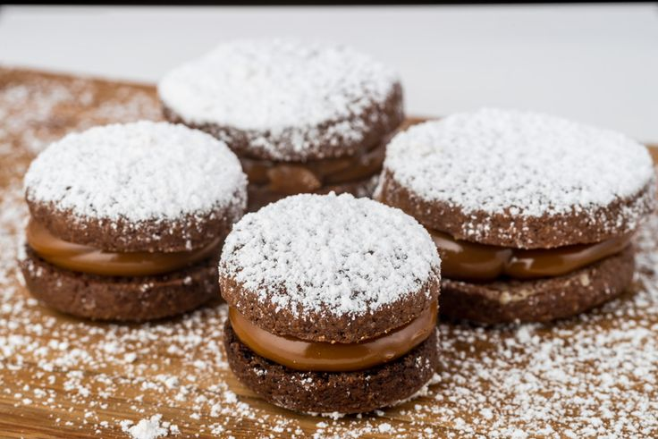 Alfajor de chocolate con dulce leche