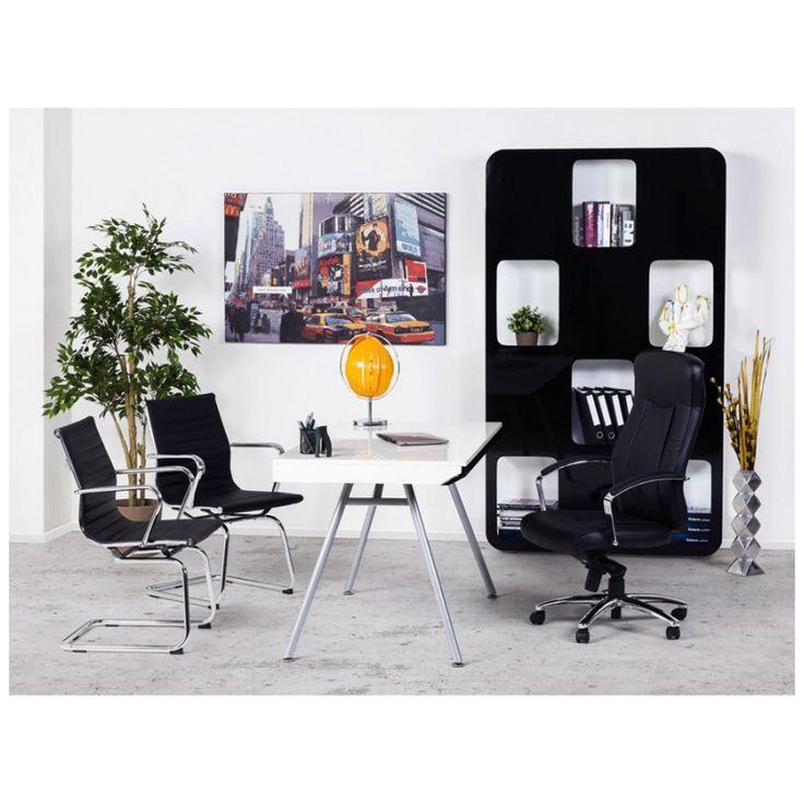 Le Fauteuil de bureau CRABIER en simili cuir (noir) avec accoudoirs et ses cinq roulettes est conçu pour faciliter les mouvement dans votre bureau.