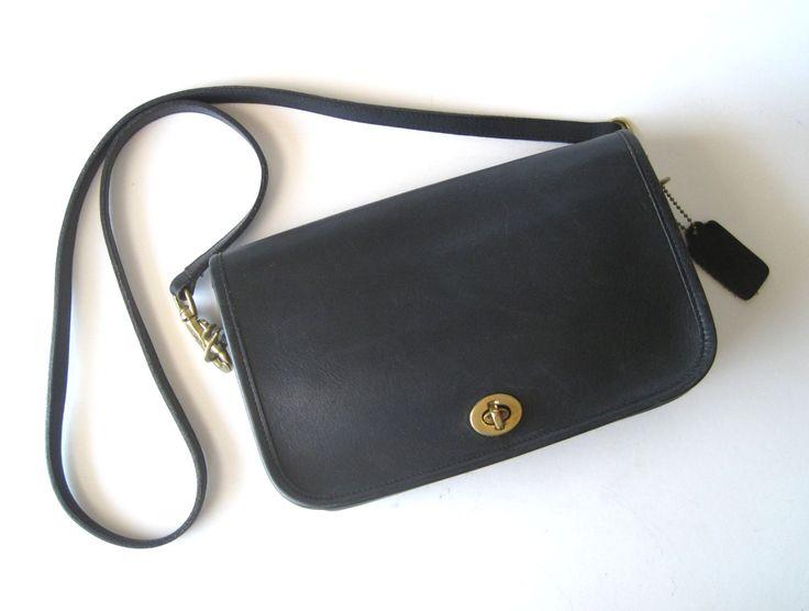 Entraîneur sac à main en cuir noir Crossbody - Vintage Style classique Mod Retro minime par theaict sur Etsy https://www.etsy.com/fr/listing/201980268/entraineur-sac-a-main-en-cuir-noir