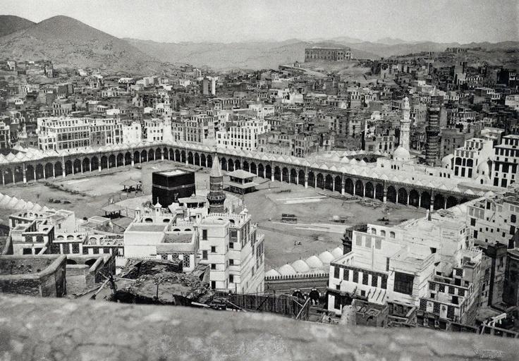 مكة: الحرم المكي و بيوت أهالي مكة ... رباط واحد مبارك، الحجاز    A view of the Meccan people's homes, blessed by the neighboring and service of the Holy Meccan Mosque, Hejaz