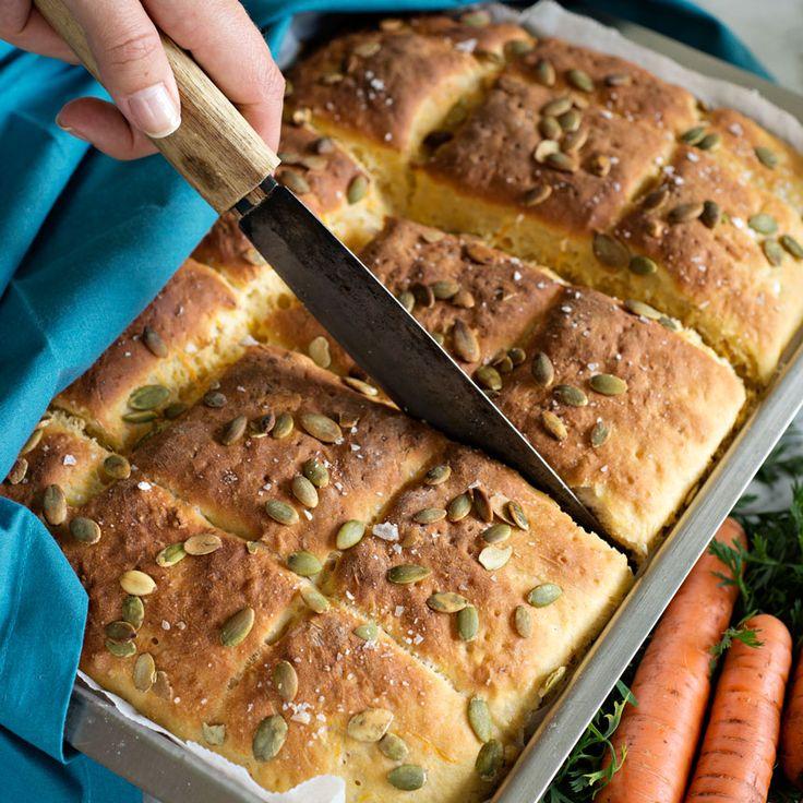 Mjukt morotsbröd med en knaprig ovansida och sötma från både morot och honung.