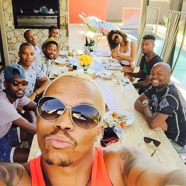 Eish I had to leave my guests at home coz duty calls. Deputy host @bonang_m will take of them. Thanks for a short lunch on my part. @levikamanga @eviledukashe @cedric_a_fourie @tseps_sa and friends see u at5 on the screen @idolssa