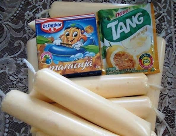 Ingredientes: 1 lata de leite condensado 1 lata de creme de leite 1 caixa de gelatina dissolvida em 250 ml de água quente e 250 ml de água fria 1 pacote de suco já adoçado - use do mesmo