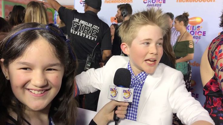 2017 Kids Choice Awards Red Carpet Interviews conducted by KIDS FIRST! Film Critic Dariana A. #KIDSFIRST! #Nickelodeon #KidsChoiceAwards
