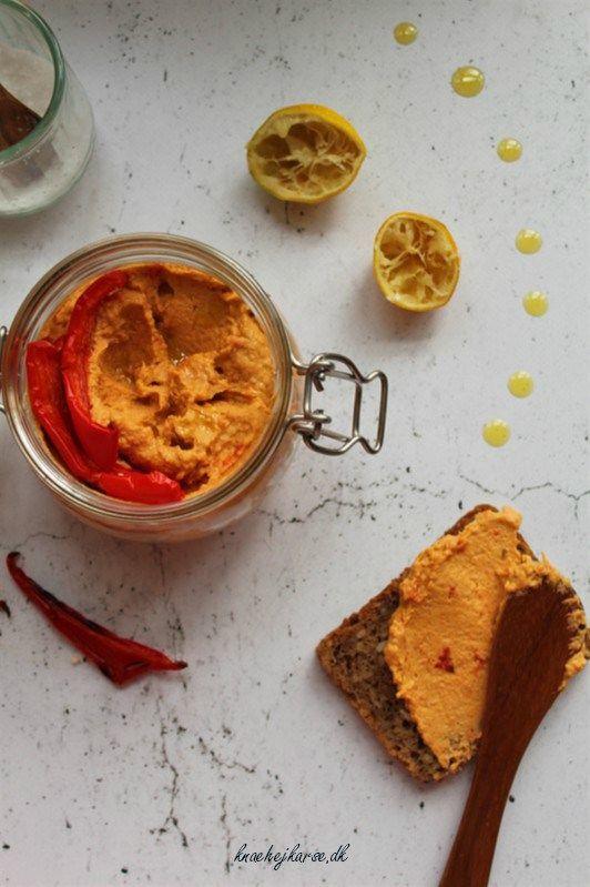 Hjemmelavet hummus med peberfrugt - verdens nemmeste opskrift