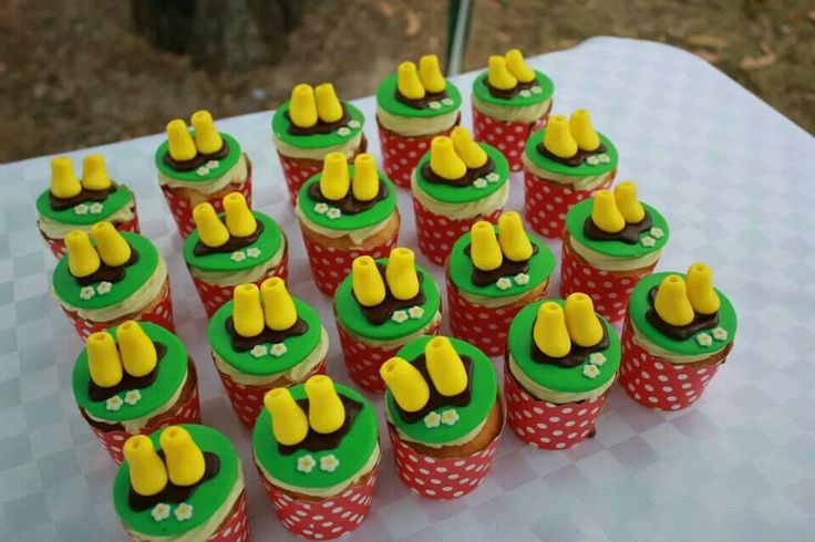 Peppa Pig party cupcakes. Muddy Puddles