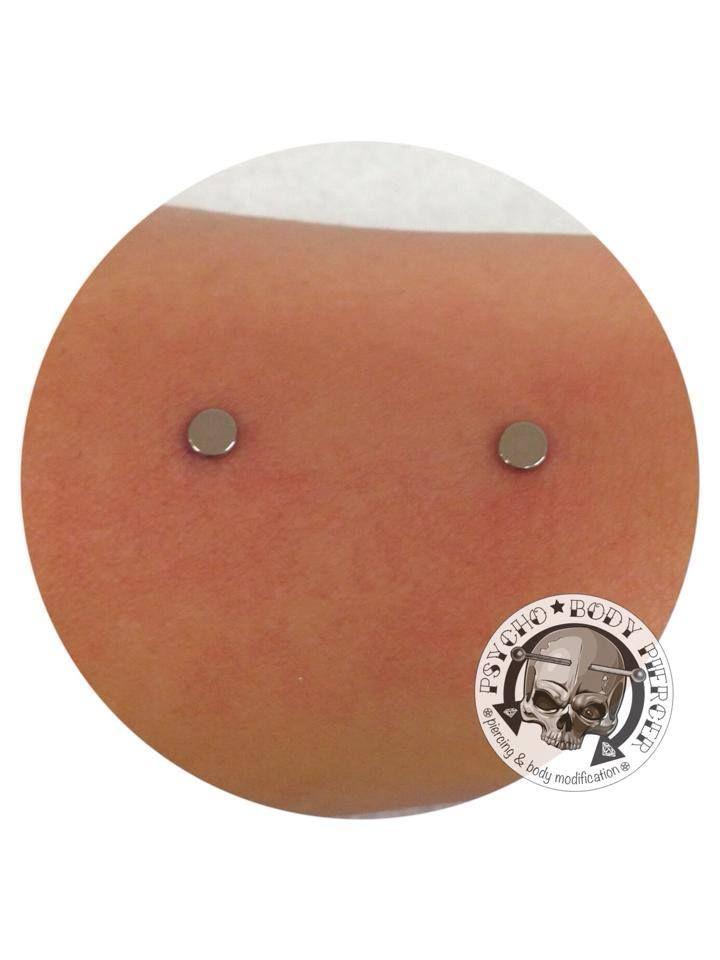 #Surface #surfaceonwrist #wrist #piercing #titanium #alebhills #alepsychobodypiercer #residentartist #bhillstattoo #piercingcittadella #cittadella