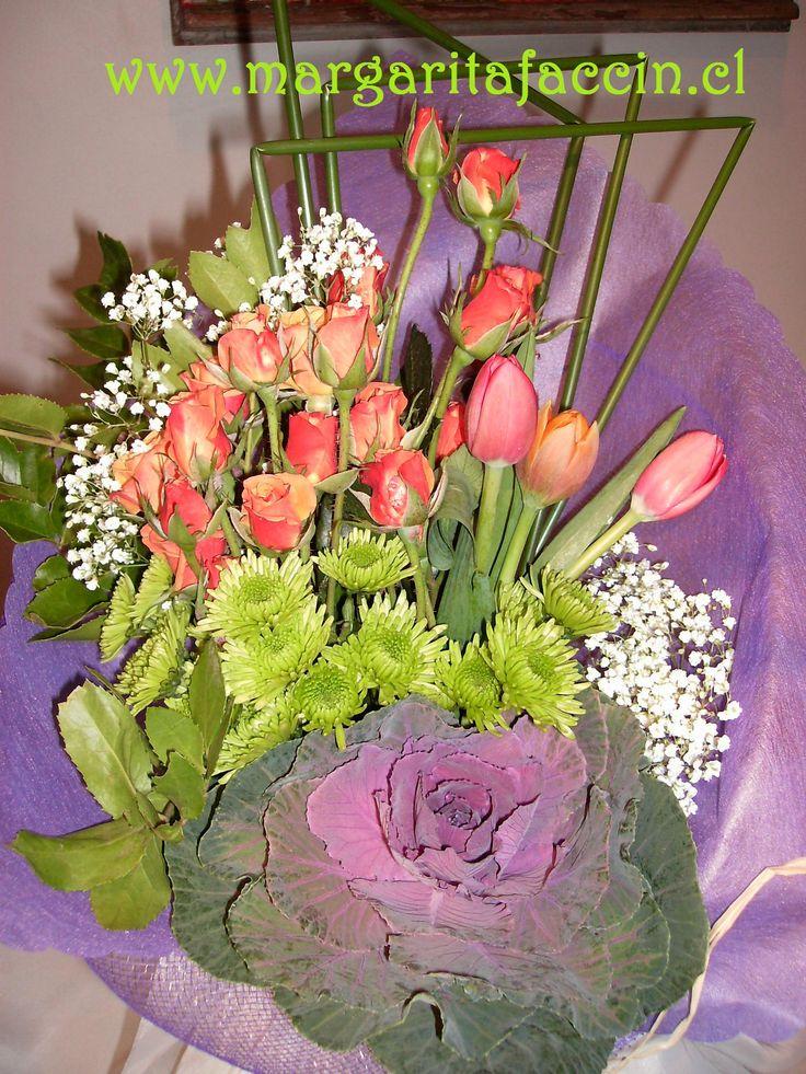 Tulipanes, maules, mini rosas y col