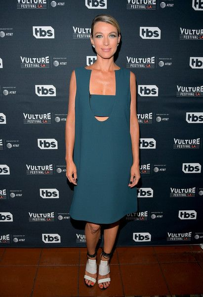 Natalie Zea Photos - Actor Natalie Zea attends 'The Detour' panel during Vulture Festival LA Presented by AT&T at Hollywood Roosevelt Hotel on November 18, 2017 in Hollywood, California. - Vulture Festival LA Presented by AT&T - Day 1