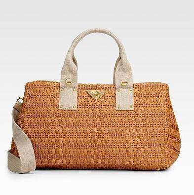 Katherine Heigl con cesta crochet Prada | Bags Stylosophy