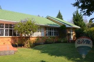 300983429 – 4 Bedrooms 3 Bathrooms 2 Garages Dan Pienaar,Bloemfontein,Free State | RE/MAX First | Properties for sale in Bloemfontein