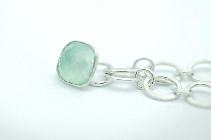Sterling silver chain with square cabochon prehnitependantlength: 44cmweight: 25gr (approx.)