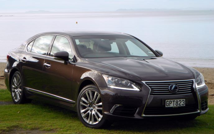 #Lexus has set out to build a world-class luxury saloon #car, and it has succeeded. Should you add one to your already luxurious life?  Find out more about the 2013 Lexus LS600hL in this review: http://www.carandsuv.co.nz/articles/lexus-ls600hl-2013-review