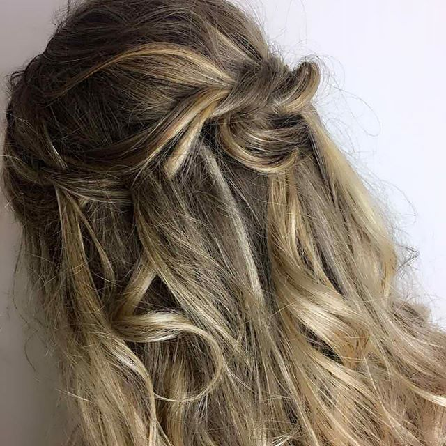 L O O P Y // by @lizmckeanehair  #balayagehighlights #highlights #handpaintedhair #highlightedhair #balayagedandpainted #blonde #blondehair #blondebalayage #blondehighlights #upstyles #formalhair #promhair #classicwaves #hollywoodwaves #redcarpethair #celebrityhair #curlyhair #beachwaveshair #wavyhair #longhair #glamhair #weekendhair #ashblonde #whiteblonde #icyblonde #platinumblonde #goldenblonde #sandyblonde #blondeombrebalayage