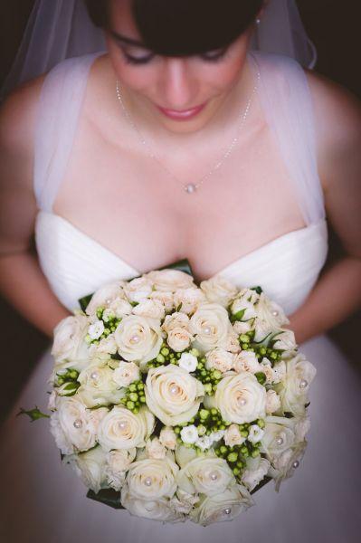 Fehér rózsacsokor #eskuvo, #menyasszony, #csokor, orokrekepek.hu