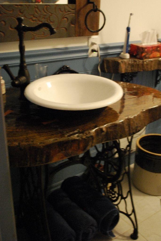 Vanit de salle de bains une tranche de tronc d 39 arbre obtenue rabais c 39 tait un dessus de for Hauteur vanite salle de bain 2