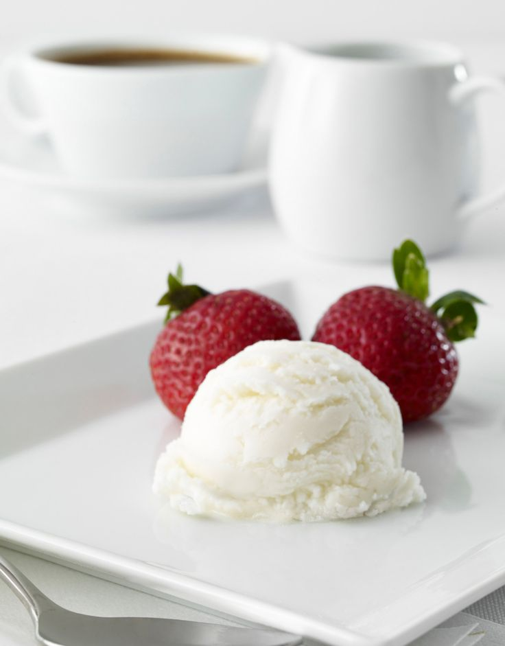 Cremiges Vanilleeis selber machen: http://www.gofeminin.de/kochen-backen/vanilleeis-selber-machen-s1488048.html  #eis #vanilleeis
