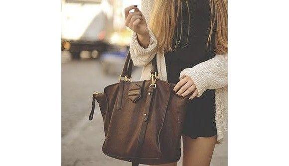 Un grand sac pour le lycée marron ou noir ? 5 modèles similaires à shopper : http://www.taaora.fr/blog/post/rentree-lycee-seconde-sac-a-main-marron-ou-noir
