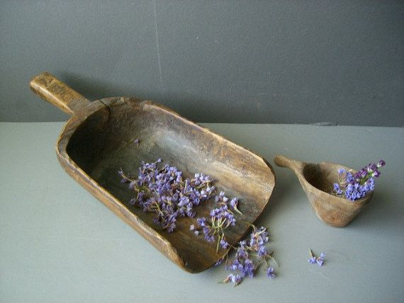 Primitive Wooden grain scoop and measuring cup. by Simply2nds