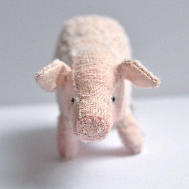 pink pig   little beings   designed by alice That HAS to go on my Pink Pig Sewing Board!!