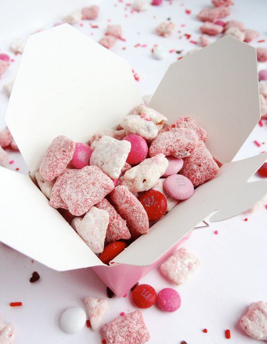 Recipe For Valentines Day Strawberries and Cream Puppy Chow - I am so in love with this puppy show. It tastes awesome and is SO addicting! It's adorable and totally festive for Valentine's Day