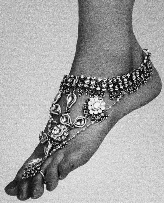 Love this new idea of accessorizing the ankle & foot. This has been seen a lot in traditional Indian weddings and I would love to see more of this culture come into high fashion.