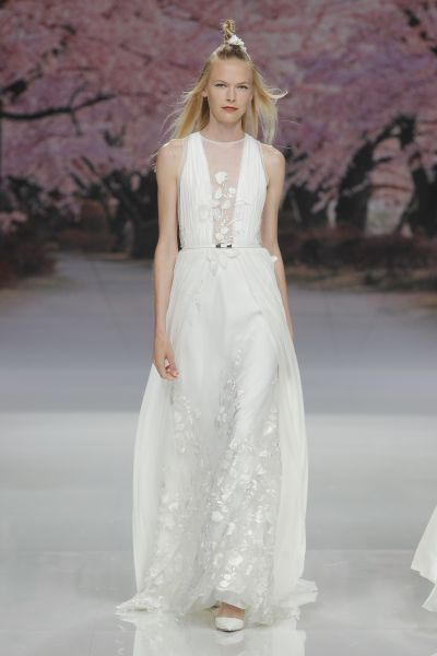 Halter Neck Bridal Gowns for 2017: 22 Showstopping Designs for the Modern Bride Image: 16