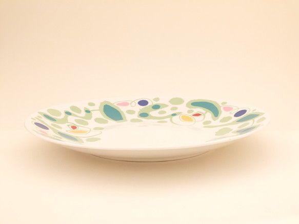 カラフルな大皿です。パスタやサラダにどうぞ。寸法(mm):上口径275;底口径150;高さ32重量(g):660|ハンドメイド、手作り、手仕事品の通販・販売・購入ならCreema。