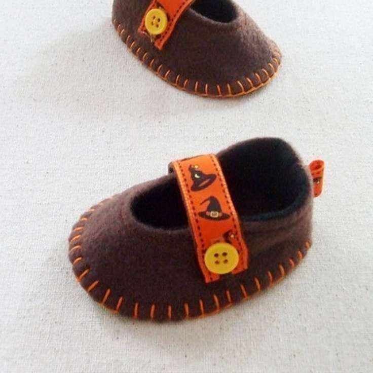 PDF Pattern- DIY Tutorial- Felt Baby Slippers- Girl Booties, Infant Shoes- Mary Janes by humbleBea. $6.50, via Etsy.