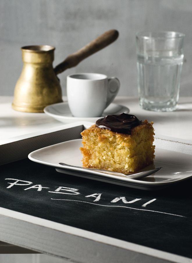 Αρωματικό ραβανί με σοκολάτα / chocolate ravani with traditional greek coffee..