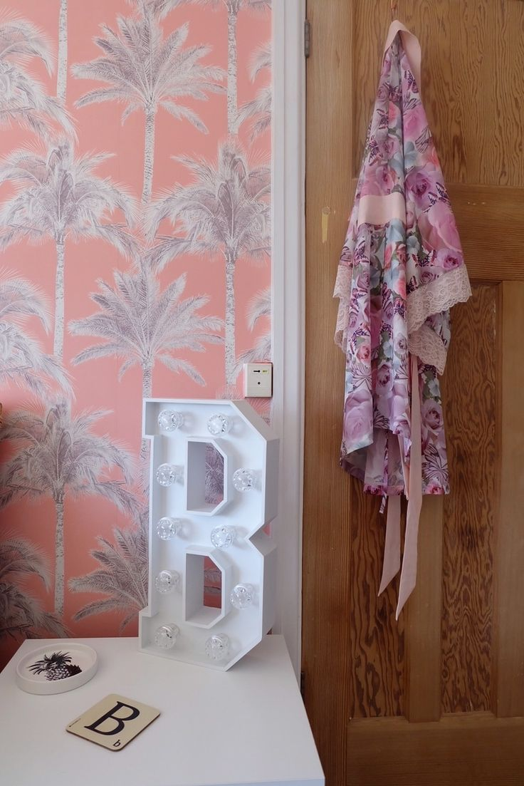 Light Pink Wallpaper For Bedrooms 17 Best Ideas About Pink And Grey Wallpaper On Pinterest Pink