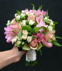 rózsa, inkaliliom, bokros rózsa 30 szálas menyasszonyi csokor - esküvő virág